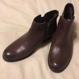 Brown/rust colored Booties, Like new!